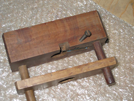 Rwandan wood screw cutter